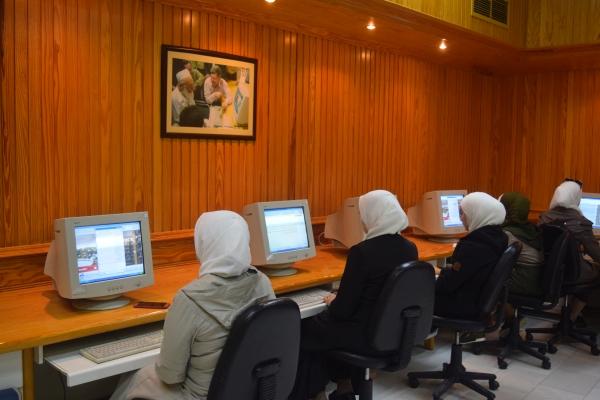 قاعة الحواسيب بالمكتبة